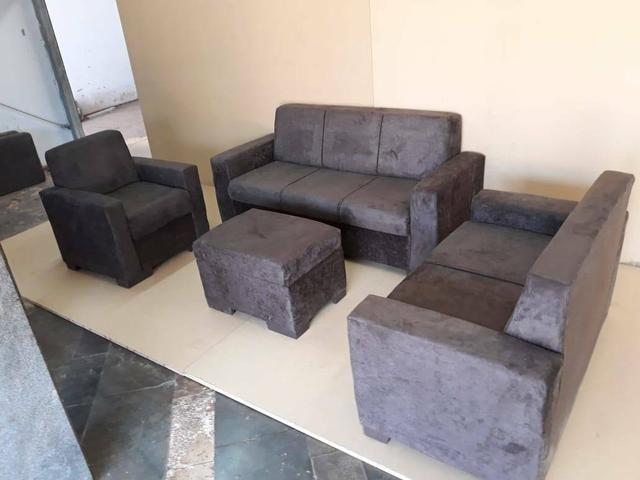 Conjunto com sofá dois e três lugares poltrona
