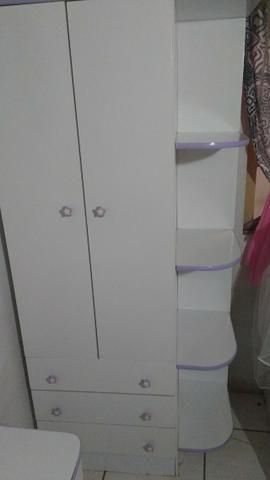 Pra vender hoje Guarda roupa e cômoda e espelho e cadeirinha de bebê menina