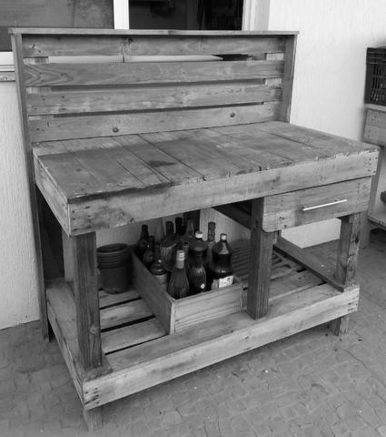 Balcão/mesa para jardinagem em madeira