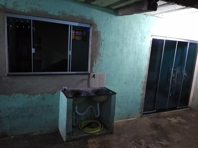 Kit Net para alugar, de um quarto cozinha e sala casa toda no blindex recém reformada - Foto 5