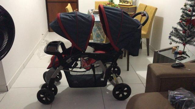 Carrinho de bebê para gêmeos estado de zero
