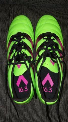 Chuteira Adidas de campo 16.3 profissional TAM 41 - Esportes e ... 91569ec354f5e