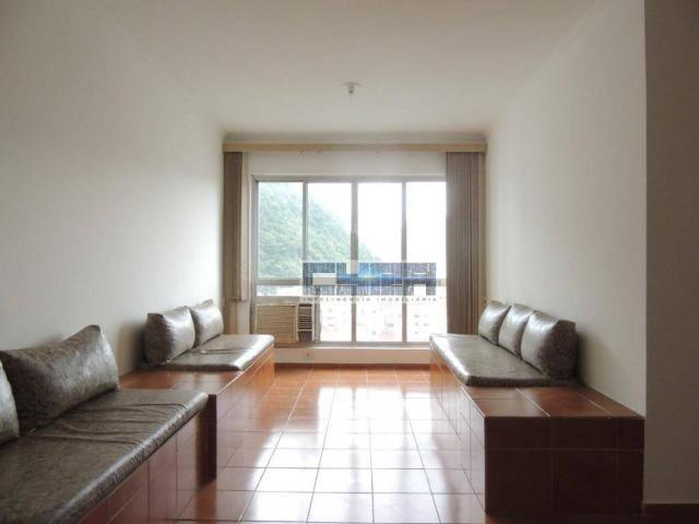Apartamento AMPLO com 2 dormitórios e dependência em Santos