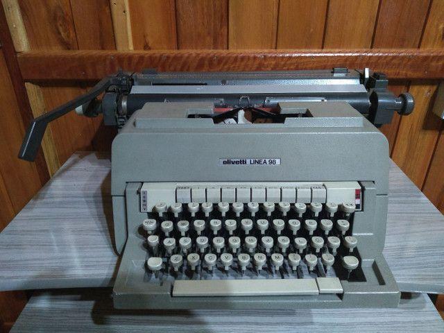 Linda !!! Máquina de escrever antiga !!!