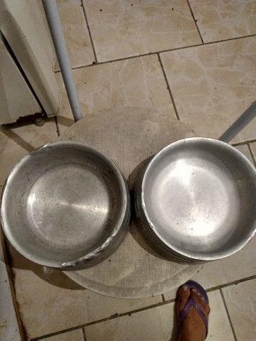 Vendo 2 pote de comida e água pra cachorro eu quero 50 reais nos 2