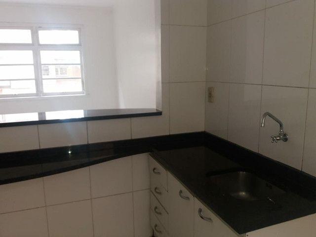 Aluga se Ótimo Apartamento 2 Quartos na Av. Carlos Gomes - Foto 5