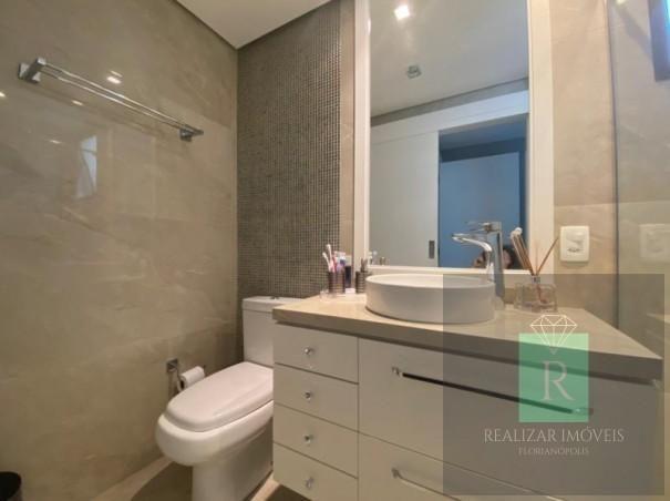 Ótimo apartamento com 03 dormitórios no bairro Balneário - Foto 2
