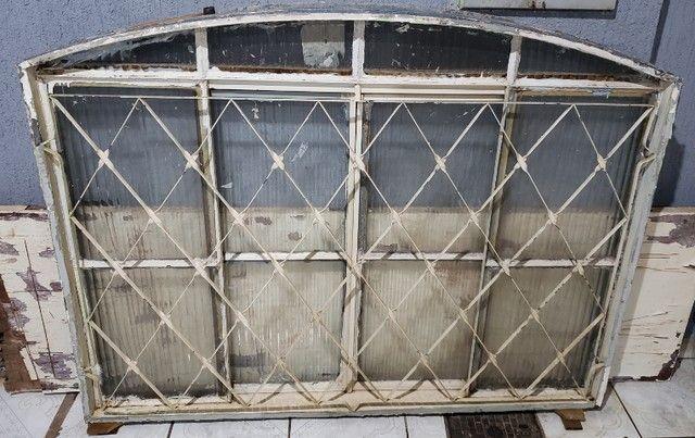 Janela de Aço com Vidro modelo arco