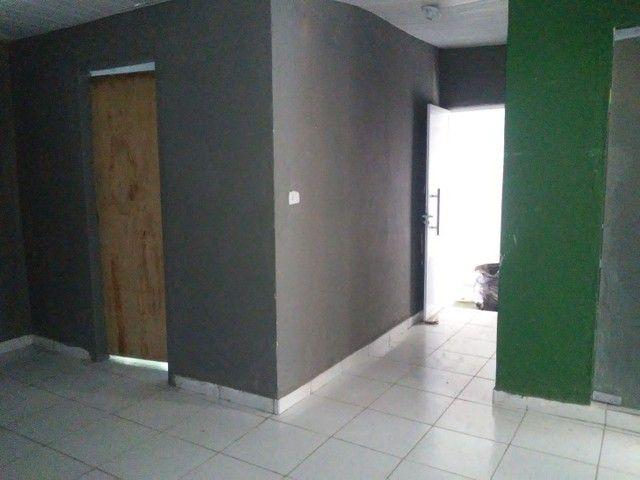 Alugo casa 3 quartos . 600 reais - Foto 2