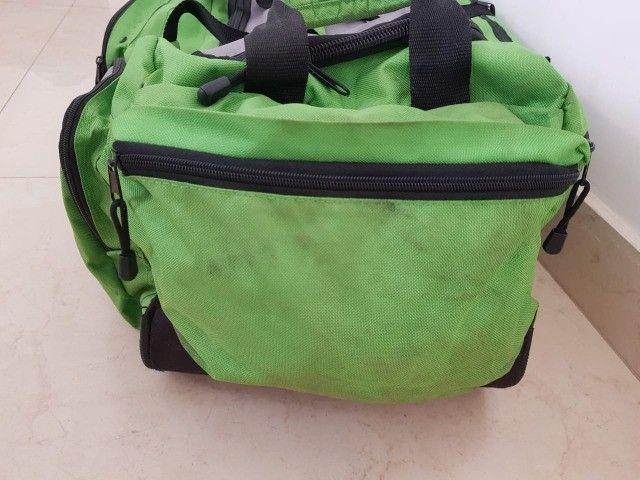 Bolsa grande com rodinhas - Foto 6