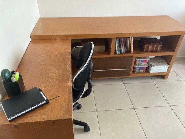 Escrivaninha de madeira (Para trabalho e/ou estudos)  - Foto 2
