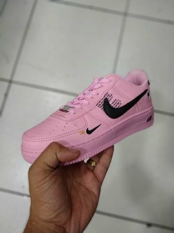 Nike air force Lv8 rosa com preto