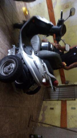 Suzuki Burgman Moto adaptada para defocientes