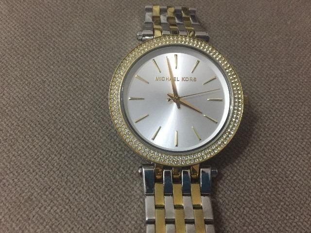 Relógio Michael Kors feminino dourado com prateado - Bijouterias ... f61210ef5b
