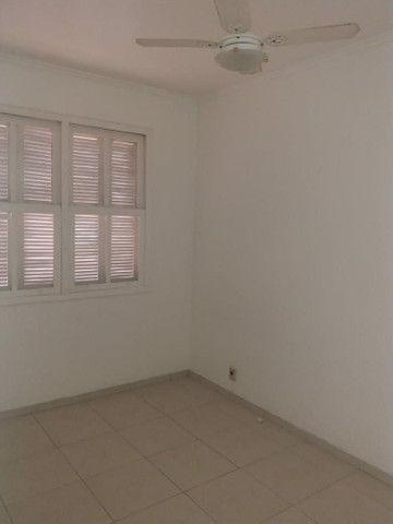 Aluga se Ótimo Apartamento 2 Quartos na Av. Carlos Gomes - Foto 2