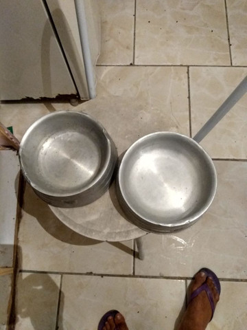 Vendo 2 pote de comida e água pra cachorro eu quero 50 reais nos 2  - Foto 3