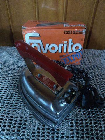 Ferro anos 60 na caixa , nunca usado !!!