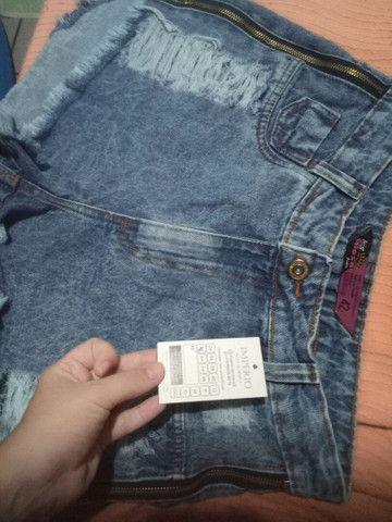 Short jeans de zíper na lateral (novo) - Foto 2