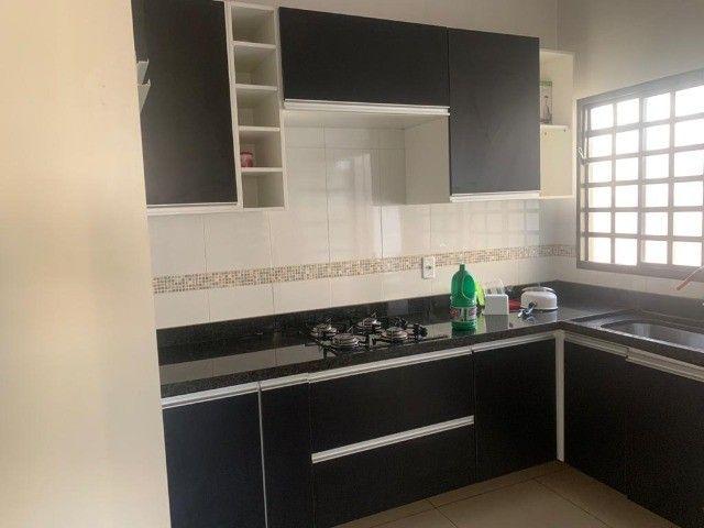 Alugo casa Mobiliada no Bairro Rita Vieira - localização privilegiada - Foto 2