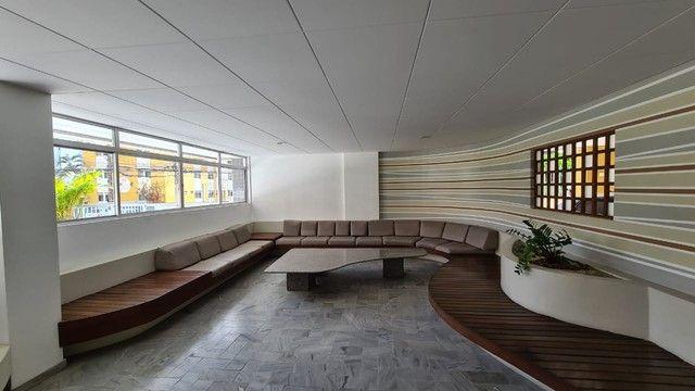 Cobertura para venda possui 254 metros quadrados com 4 quartos em Ponta Verde - Maceió - A - Foto 2