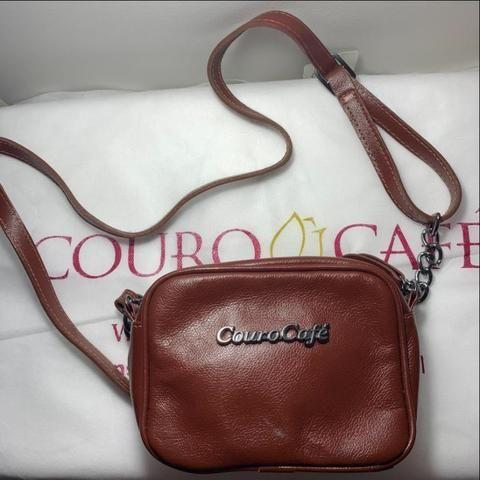 50f06f00a Excelente opção de presente Dia das Mães. Bolsa Feminina Couro Cafe ...