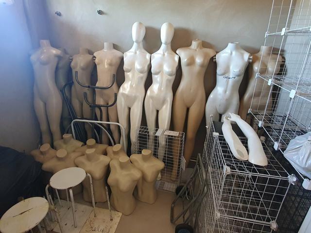 Manequins e coisas para loja de roupas