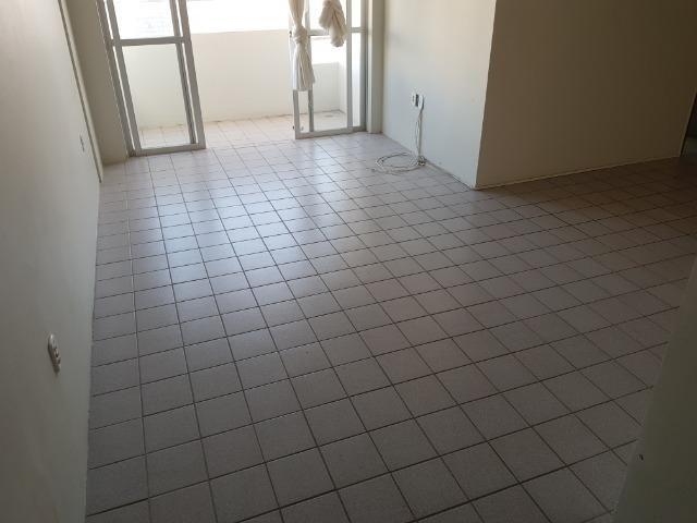 Apartamento com 3/4, 2 banheiros varada área de 70 m2, 8º andar - Jatiúca