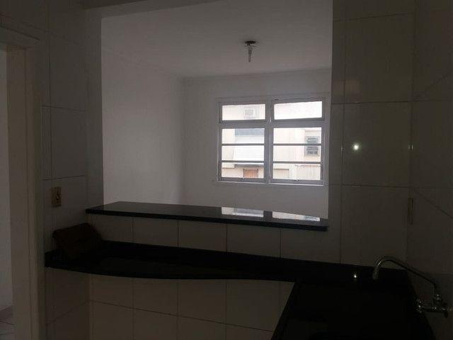 Aluga se Ótimo Apartamento 2 Quartos na Av. Carlos Gomes - Foto 15