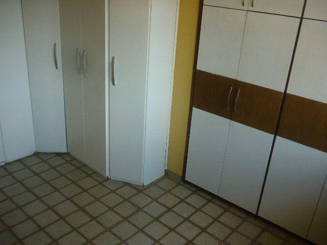 Quatro quartos um sendo suíte vaga P/5 carros - Foto 7