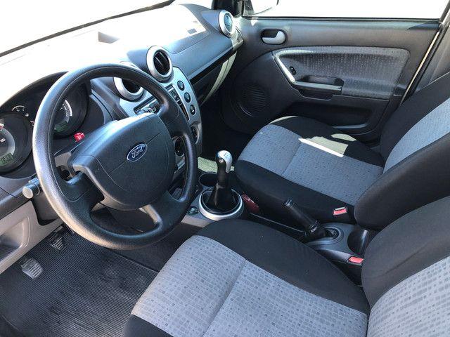 Fiesta Sedan 1.6 Completo + GNV Financia 100% - Foto 8