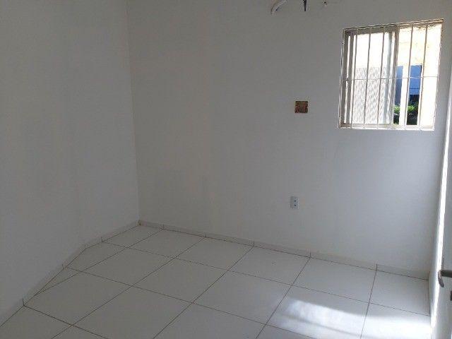 03 quartos, quartos sendo um suíte, térreo, nascente. - Foto 8