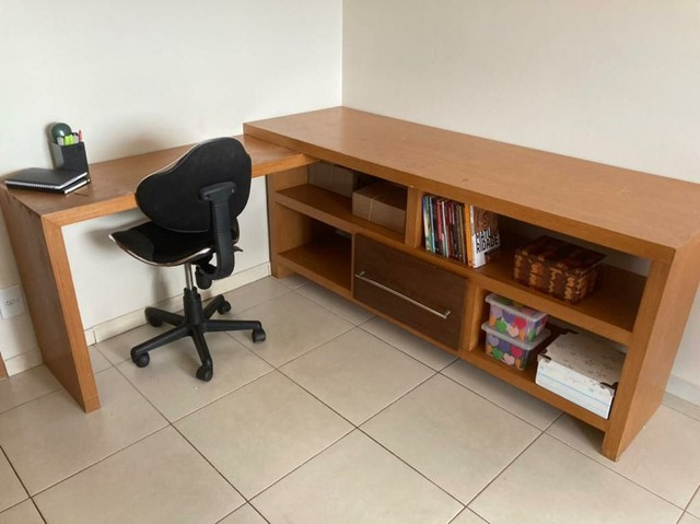 Escrivaninha de madeira (Para trabalho e/ou estudos)