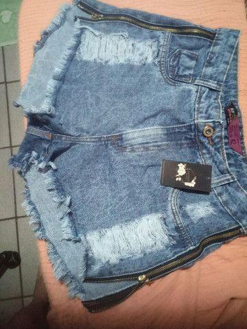 Short jeans de zíper na lateral (novo) - Foto 4