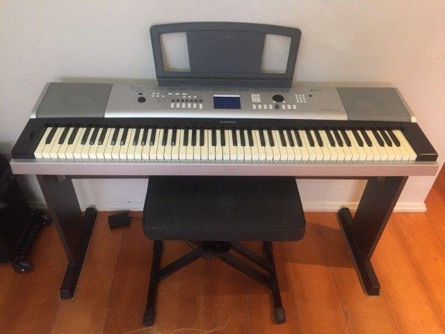 Yamaha Piano Digital DGX-520 - Completo