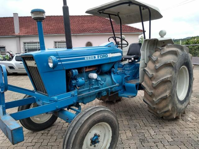 Trator Ford 6600; ano 1983;