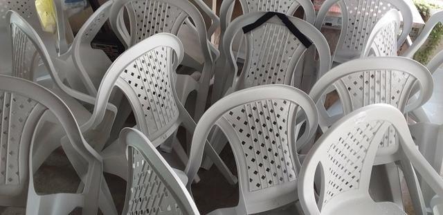 20 Cadeiras de Plástico