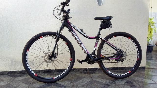 Mountain bike Aro 29 freio a Disco Seminovo - Foto 6
