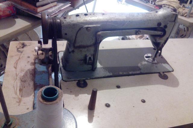 Vendo máquina reta industrial Singer - Foto 2