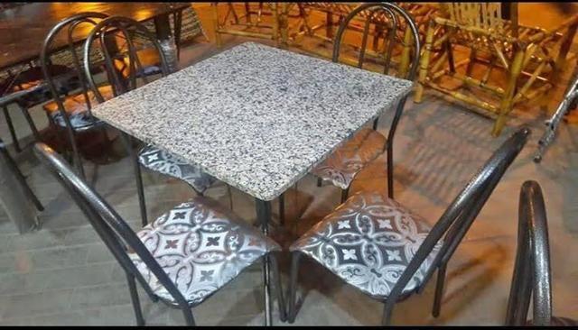 Mesa em granito 4 cadeiras, Nova