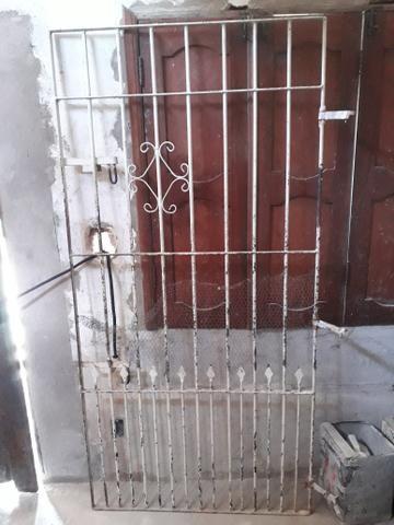 Vende-se 1Grande e 1 Portão - Foto 2