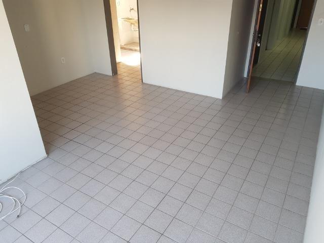 Apartamento com 3/4, 2 banheiros varada área de 70 m2, 8º andar - Jatiúca - Foto 4