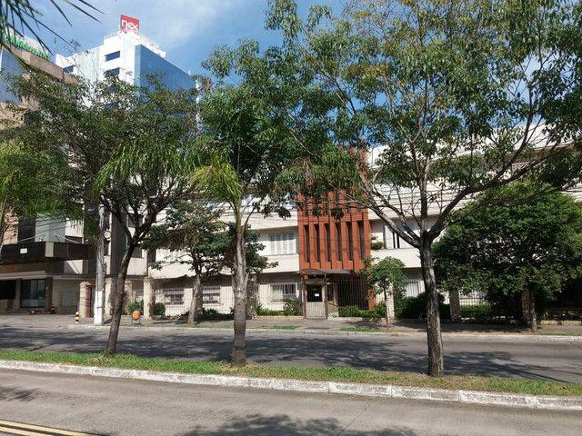 Aluga se Ótimo Apartamento 2 Quartos na Av. Carlos Gomes - Foto 4