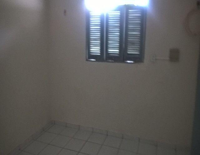 Aluga-se uma casa condomínio fechado - Foto 9