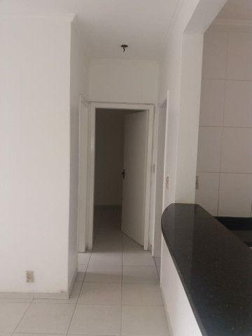 Aluga se Ótimo Apartamento 2 Quartos na Av. Carlos Gomes - Foto 16