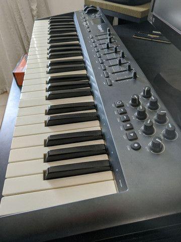 M-audio oxygen 49 em bom estado capinha e pedal sustain  - Foto 4