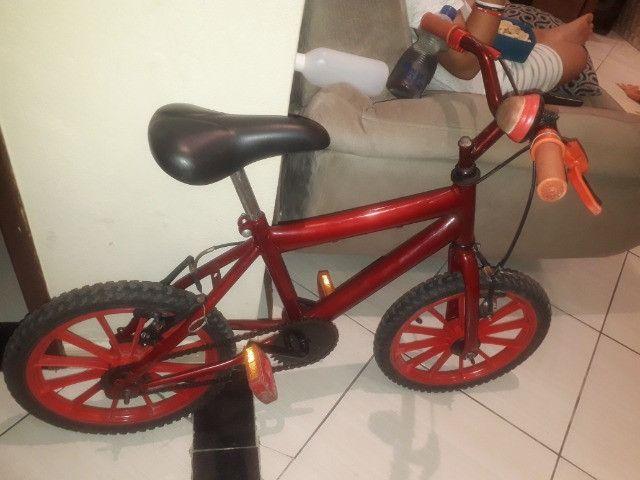 Bicicleta infantil vermelha - Foto 2
