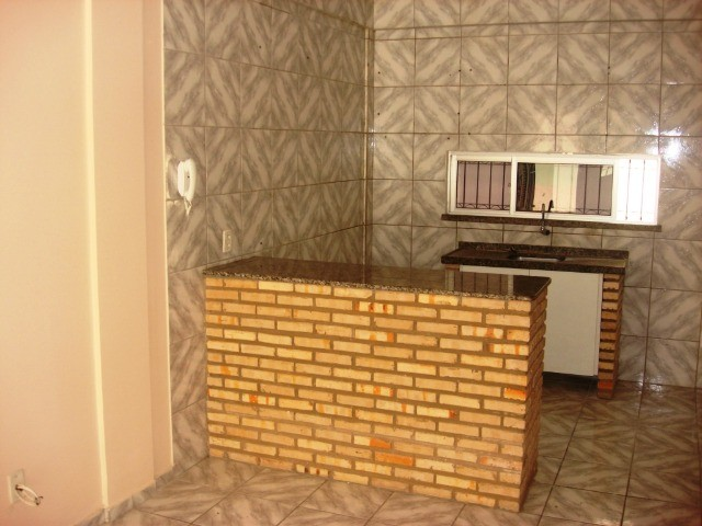 Benfica Apto com 02 Qtos, Sala, WC, Cozinha, 1 vaga para carro.(Cód.613) - Foto 5