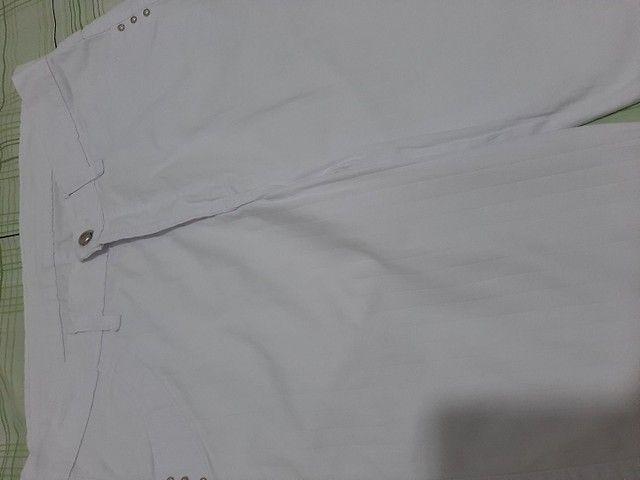 4 Bermudas brancas, 2 tamanho 44 e 2 tamanho 46.   - Foto 5