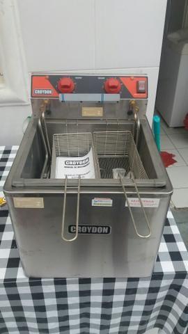 Fritadeira NOVA CROYDON 8.000W modelo FZM8