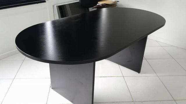 Mesa de reunião oval ,em MDP 25mm (nova)